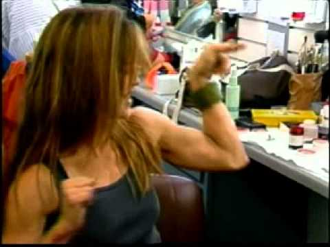 linda hamilton biceps