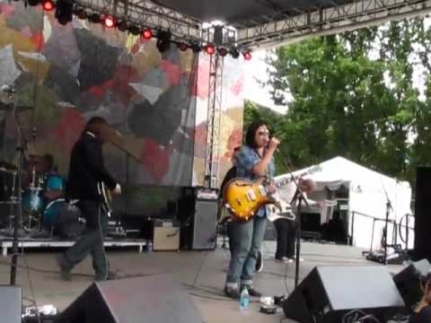 All Alone in This Together - Star Anna&The Laughing Dogs (with Mike McCready)