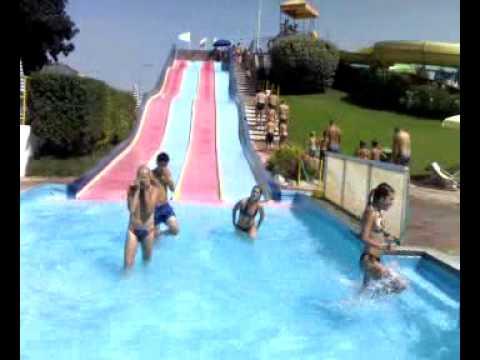 Gara scivolo a 4 piscina a cigliano youtube for Piscina jolly