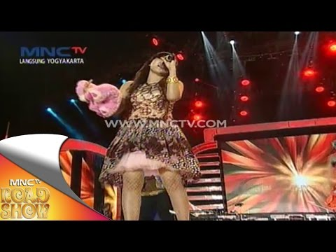"Via Valen "" Selingkuh "" - MNCTV Road Show Jogja (29/11)"