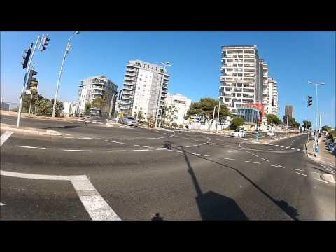 שני אופנועים אומרים שלום