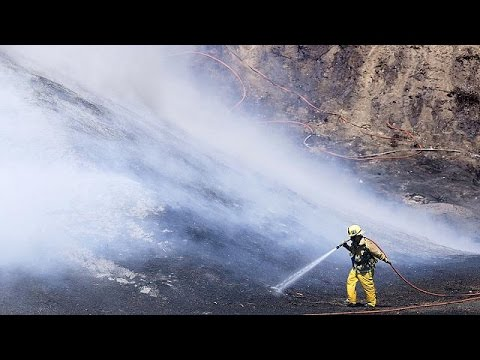 LA firefighters battle to safe luxury homes from wildfires