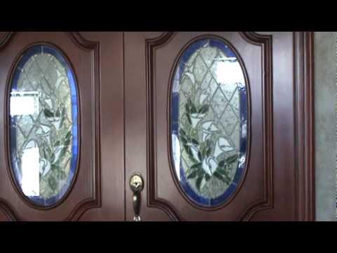 Puerta de madera con vitral youtube for Puertas principales de madera