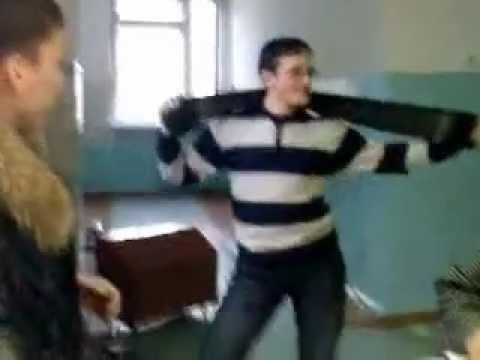 Ржачный танец под музыку из Титаника =))))