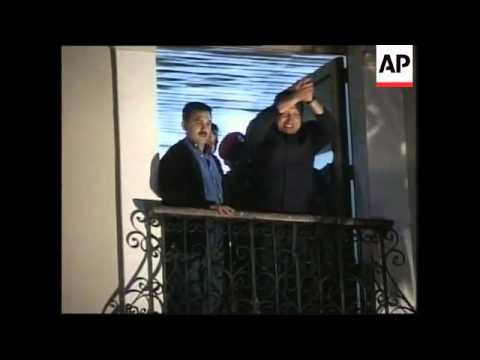 Chavez at palace, thanks supporters, looted shops