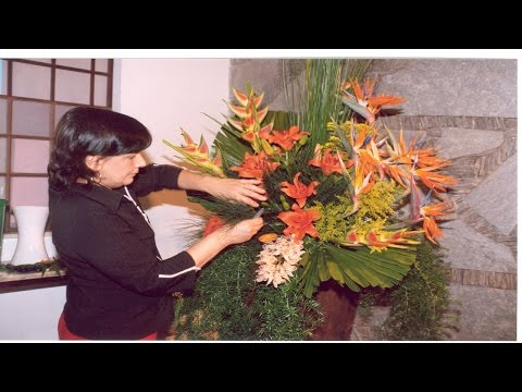 Clique e veja o vídeo Treinamento de Florista - Florista