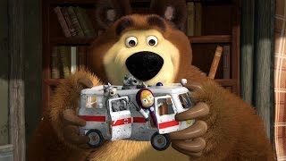 "Masha and the Bear ""Ambulance"" Playset from Simba"