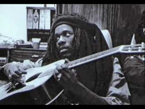 Dennis Brown - Here I Come / Flat Foot Dub