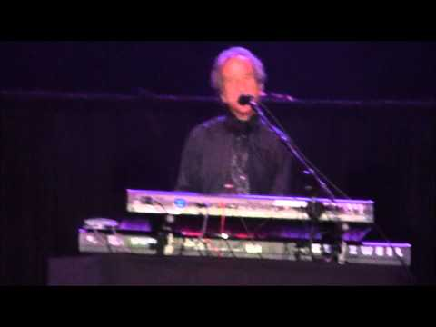 Recorded live at The Patriot Center in Fairfax,Virginia on November 10,2012. Steve Walsh - Vocals, Keyboards Dave Hope - Bass Rich Williams - Guitar David Ra...
