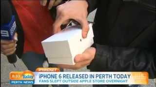 අලුත් ඇපල් 6 දුරකථනය ගත්ත ගමන් බිම වට්ටගත්ත තරුණයා..!! First iPhone 6 sold in Perth is dropped by ki