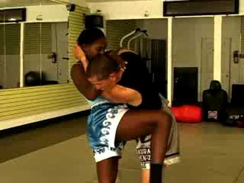 Muay Thai Clinch Techniques : Using Knees Outside of a Muay Thai Clinch Image 1