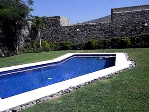 Casa de un nivel con alberca y jard n en jiutepec morelos for Alberca con jardin