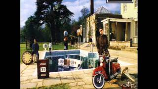 Watch Oasis Be Here Now video