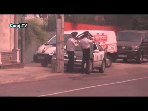 Strelkă: Trei poliţişti la un şofer