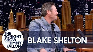 Download Lagu Blake Shelton and Kelly Clarkson Made Adam Levine Cry on New Year's Eve Gratis STAFABAND