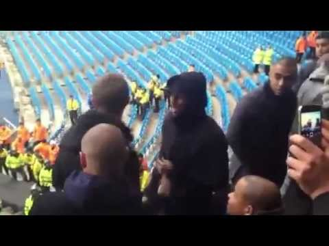 Darren Fletcher and Ashley Young with United fans at Etihad Stadium - Poprzeczka.com