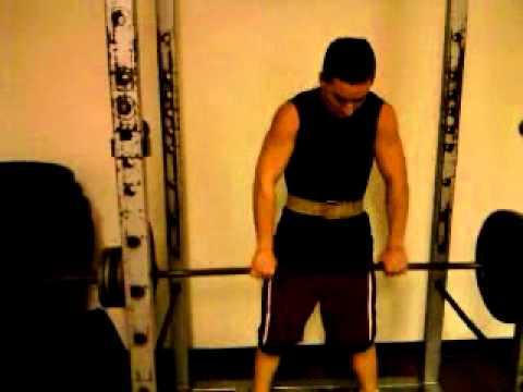 Weight Training: Barbell Shoulder Shrugs Image 1