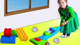 Jannie Pretend Play as a Housemaid