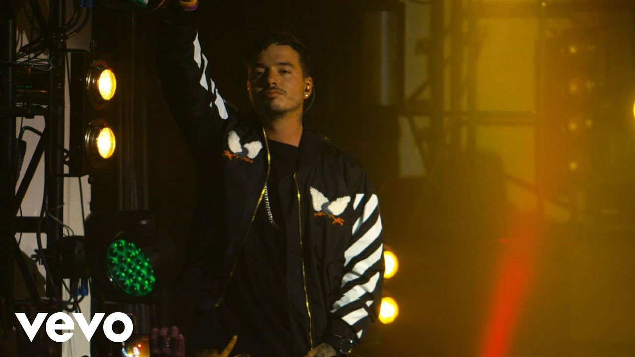 J Balvin - Sin Compromiso (Live at The Year In Vevo)