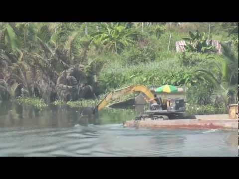 Construccion - Excavadora remando