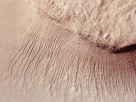 10 лет на орбите: невероятные снимки Mars Reconnaissance Orbiter