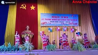 Múa hát bài Mừng lúa mới do trường MG Họa Mi biểu diễn