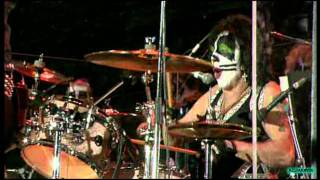 Клип KISS - Sure Know Something (live)