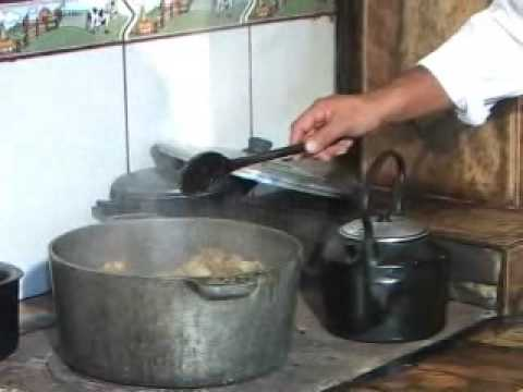 Culinária - Rabada com poleta e mandioca
