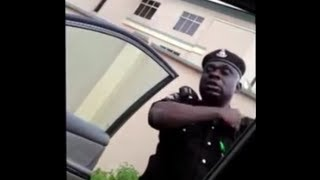 Another Nigerian Police Man caught On Video asking for ₦10,000 ($62) Bribe.