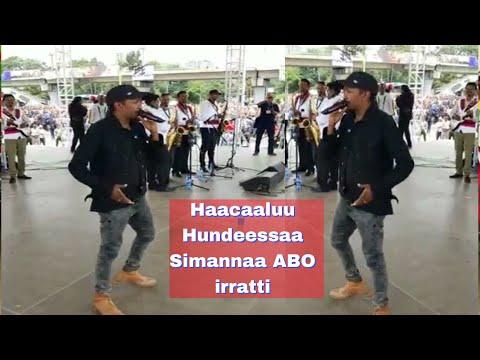 Haacaaluu hundeessaa oromo music on stage simannaa ABO irratti sep 15/2018 thumbnail