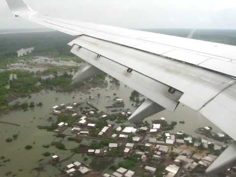 Atterrissage en Boeing 737-800 de la RAM à DOUALA