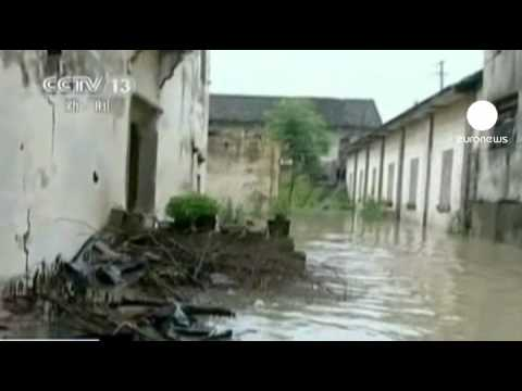 Deadly China floods force mass evacuation