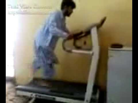Hillarious accident on a treadmill, I can't stop laughing