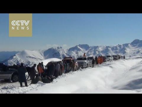 Early snowfall seen in mountainous Tianshan region of Xinjiang