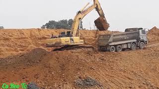 Máy xúc múc đất lên xe ô tô. Nhạc thiếu nhi.Excavators scoop soil onto cars.  Children's Music.