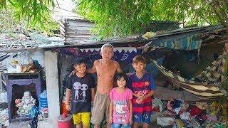 4 cha con dựng lều sống trên bãi đất hoang từ chối cất lại căn chòi vì sợ bị đuổi đi