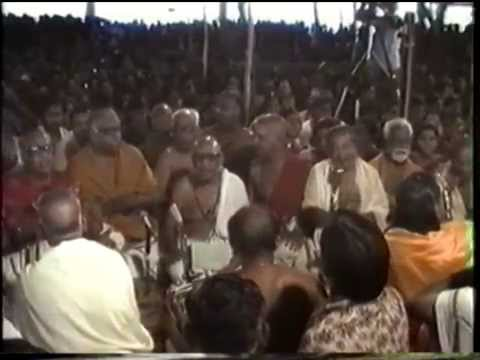 05 Endharo Mahanubhavulu   Sri  139th Thyagaraja Aradhana   1986 video