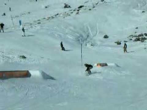Boarding in Queenstown First footage..Amatures! Hittin rails