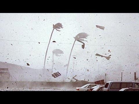 Hurricane Cyclone Hudhud Landfall & Hits Visakhapatnam India - Indian Storm [RAW FOOTAGE]