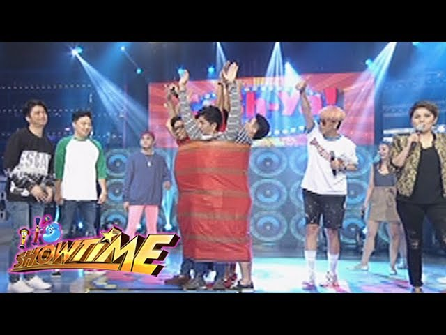 """It's Showtime: Five members of Team Vice inside a """"Malong"""""""