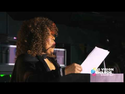 Roberta Flack presents Big Vision Award to Miri Ben-Ari