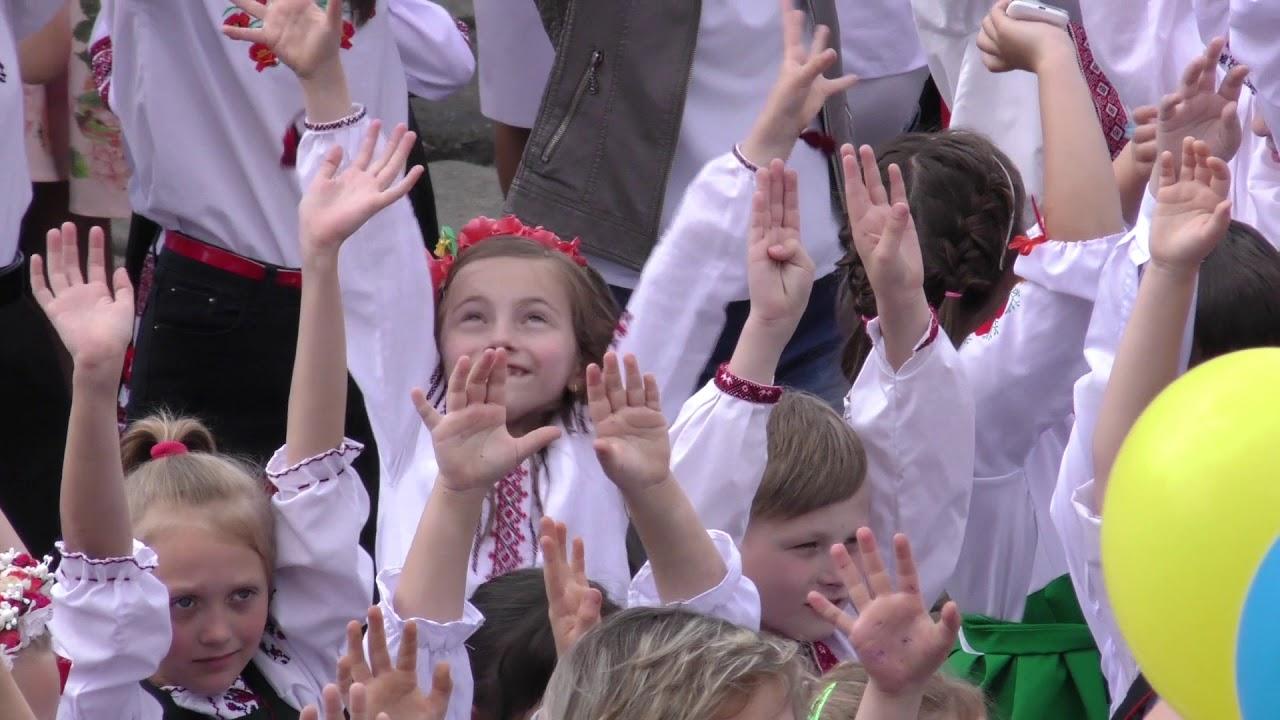 Понад 1000 школярів та вчителів ЗОШ №3 взяли участь у флешмобі