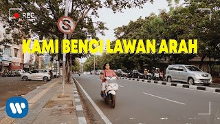 ROY RICARDO - KAMI BENCI LAWAN ARAH (  LYRIC VIDEO )