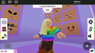 Four years old girl teach her Dad how to play Roblox fashion famous.