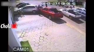 Ladron marca, es atropellado en pleno robo - Thief was hit by friend of the victim