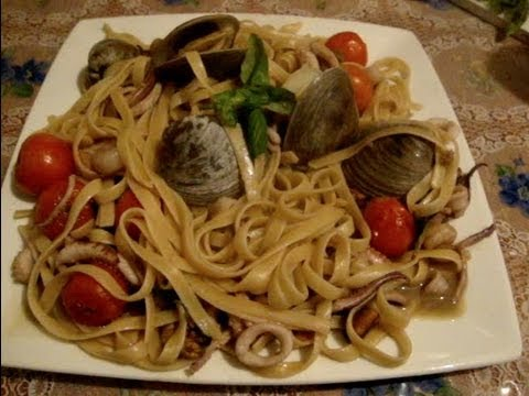 Pasta de mariscos, camarón, pulpo, calamar y mejillones