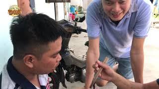 """Tâm xe ôm ăn món """"Tôm tắm muối"""" làm Khương Dừa thèm chảy nước miếng"""