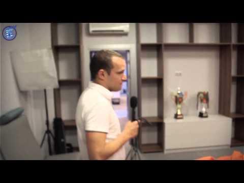 Ciemos pie FK Nikars jaunajās telpās  telpas izrāda komandas kapteinis Vadims Ļašenko