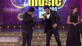 Manish along with Varun, Ileana and Nargis on the stage of 6th Royal Stag Mirchi Music Awards
