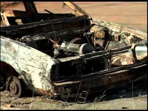 Vândalos ateiam fogo em carro estragado que esperava por providência